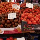 Roșii delicioase la piață