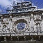 Fațada catedralei era în plină renovare