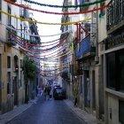 O stradă în cartierul Bairro Alto