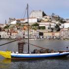 Una din bărcile care transportau pe vremuri vinul de Porto