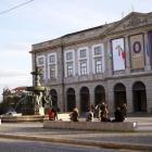 Fonte dos Leões - în fața universității