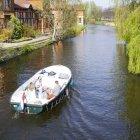 Cu barca pe canal