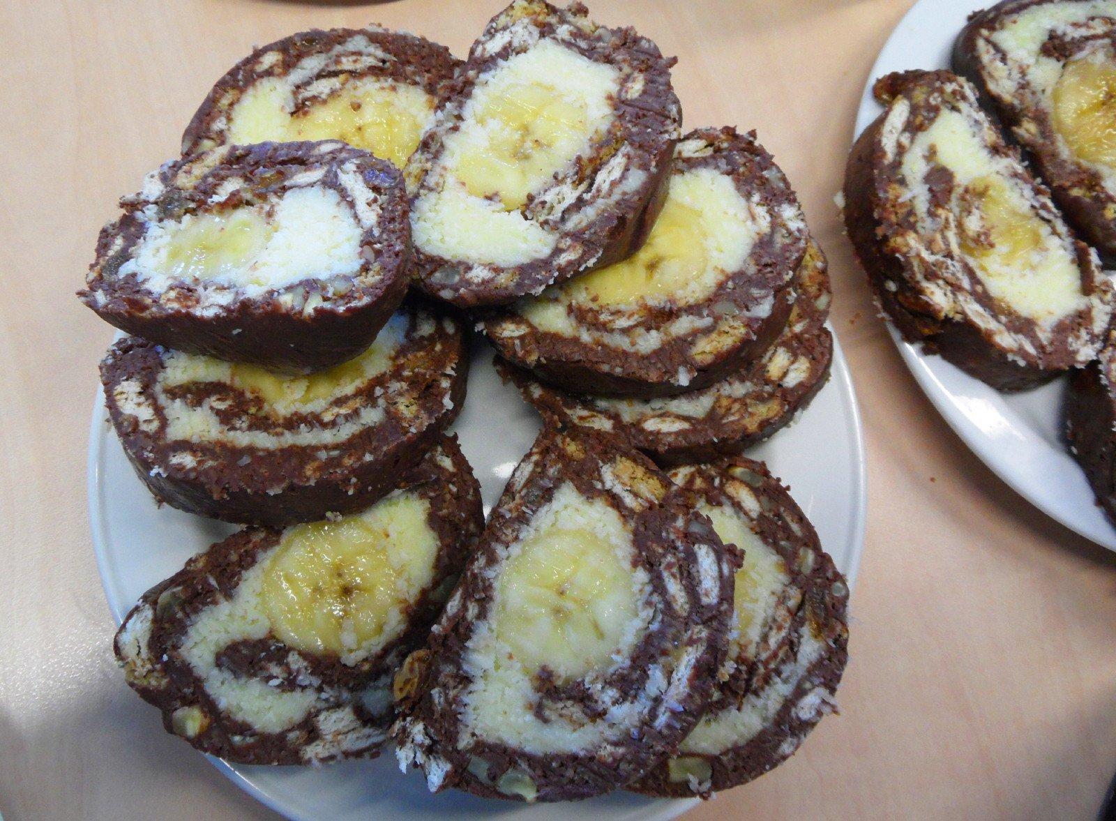 Rulada de biscuiţi cu banane (Lacrima de elefant)