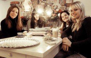 Februarie 2012 - Cafea și cupcakes cu prietenele mele cele mai apropiate din Olanda (două lipsesc din poză)
