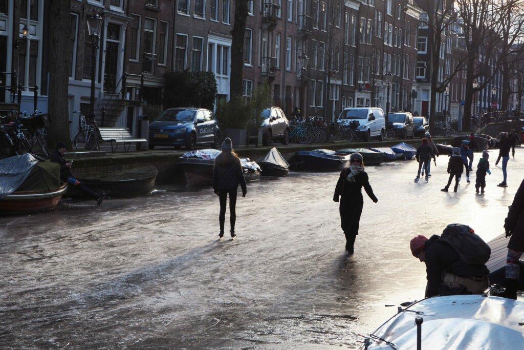 Patinaj pe canalele din Amsterdam 05