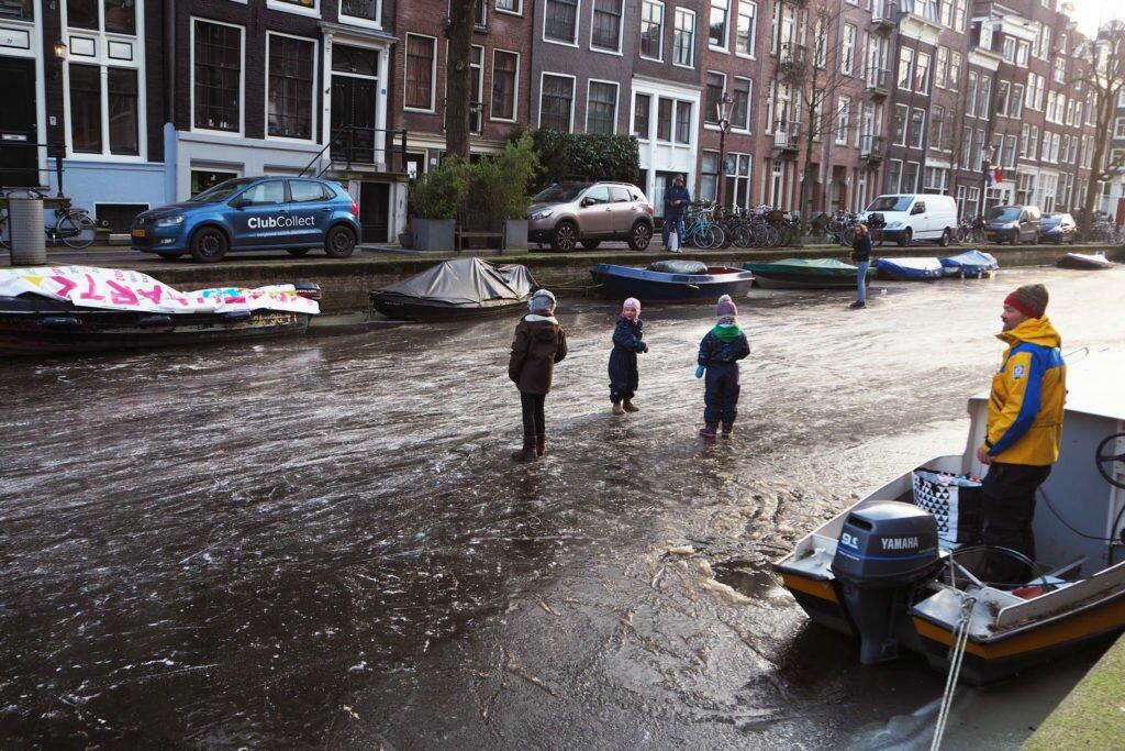 Patinaj pe canalele din Amsterdam 04