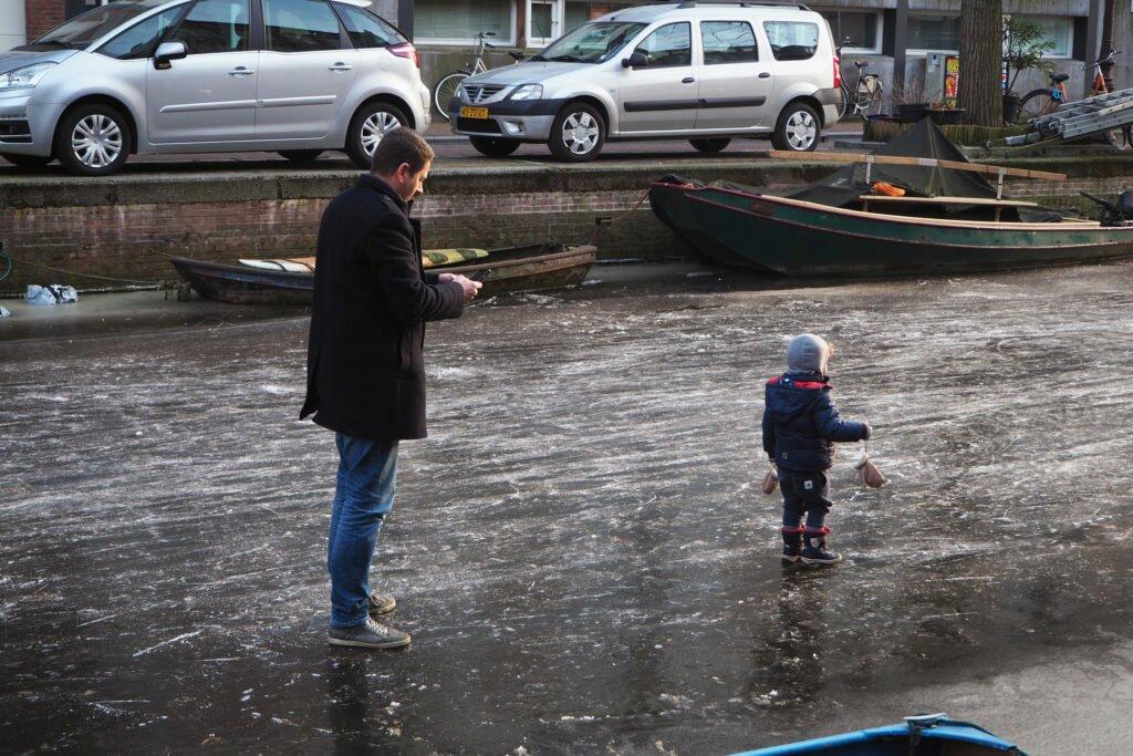 Patinaj pe canalele din Amsterdam 03