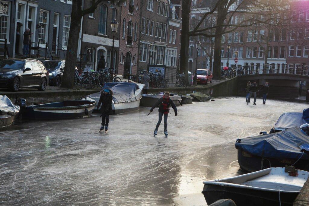 Patinaj pe canalele din Amsterdam 02