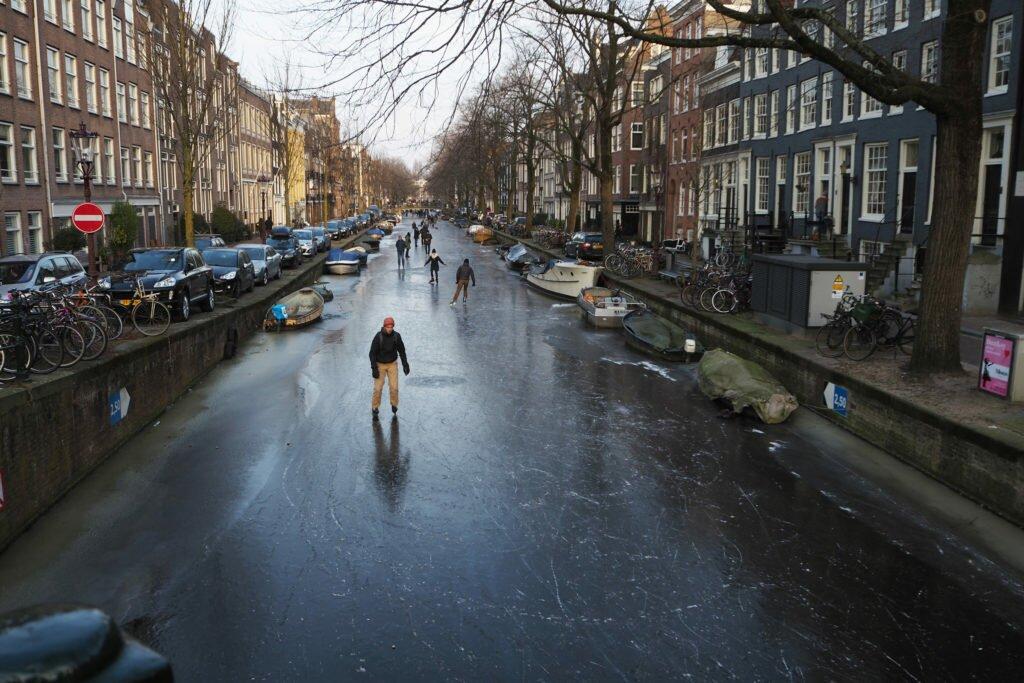 Patinaj pe canalele din Amsterdam 01