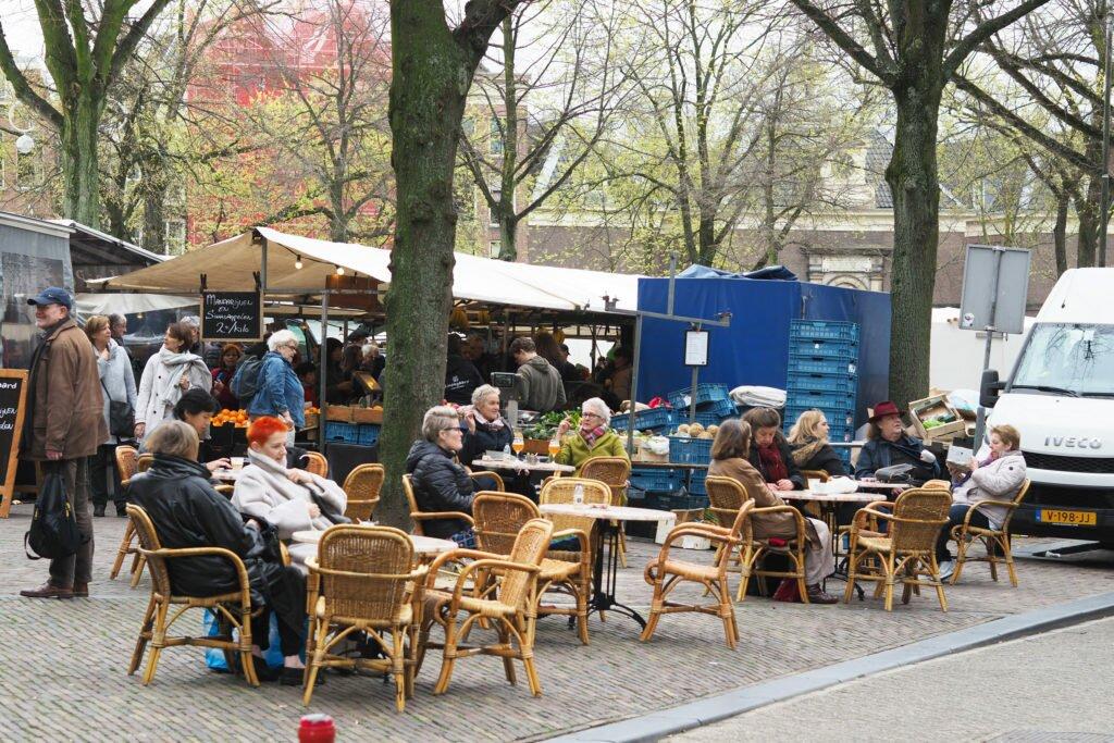 O pauză de cafea, la piața Noordermarkt
