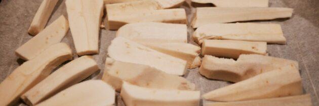 Supă cremă de păstârnac copt și alune de pădure