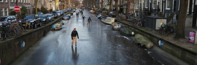 Au înghețat canalele în Amsterdam!
